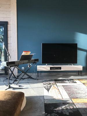 table TV contemporaine en acier et verre