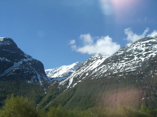 Berge im Fjord - Norwegen