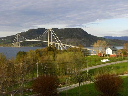 Brücke über dem Fjord - Norwegen
