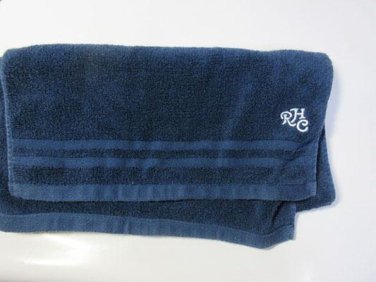 ⑤タオル(紺色)RHCの文字入り