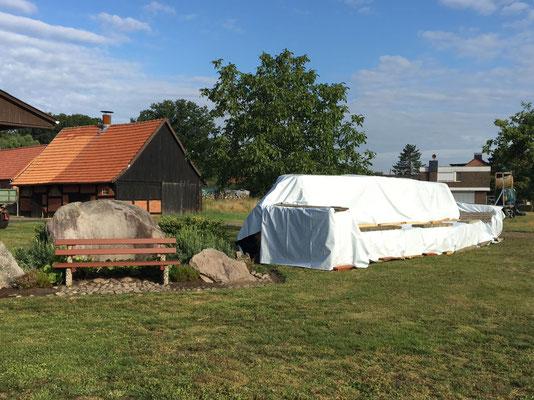 die Lounge in der Mitte des Dorfes