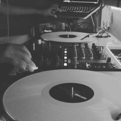 Bild Court102 DJ-Pult