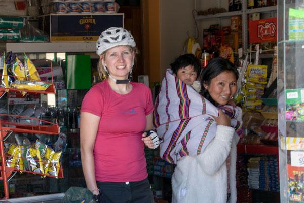 Einkaufen in einem kleinen Dorfladen