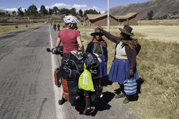 Instruktion durch die Dorfgemeinschaft ;-)