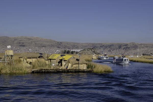 Schwimmende Inseln des Uru-Volkes auf dem Titicaca-See