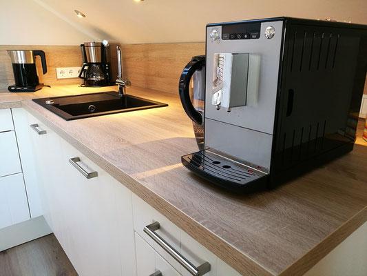 Kaffeevollautomat, Silgranit-Spüle, Wasserkocher,...