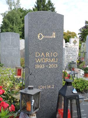 Grabmal in Rüti, Impala geschliffen, Inschrift blattvergoldet