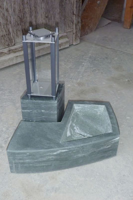 Spezielle Grablicht Installation Friedhof Pfäffikon ZH: Walliser Metabasit, Leichtmetall