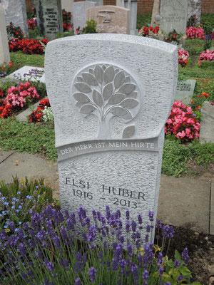 Grabmal mit Lebensbaum, Kalkstein St. Michel