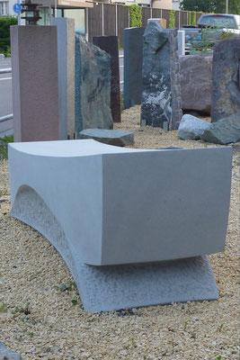 Ruhebank aus Bolliger Sandstein