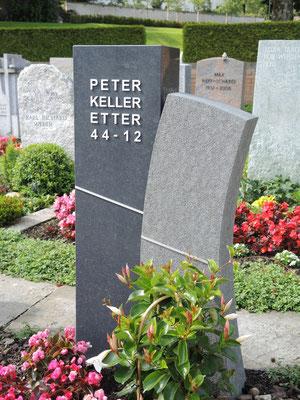 Grabmal in Bubikon Impala gebürstet Inschrift aus Chromstahl
