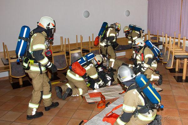 der ATS-Trupp Mutters rettet in Zusammenarbeit mit einem weiteren Trupp verletzte Kameraden