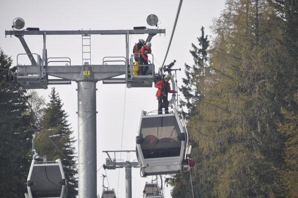 Bergeübungen gemeinsam mit der Bergrettung, dem Rettungsdienst Tirol und Mitarbeitern der Muttereralmbahn