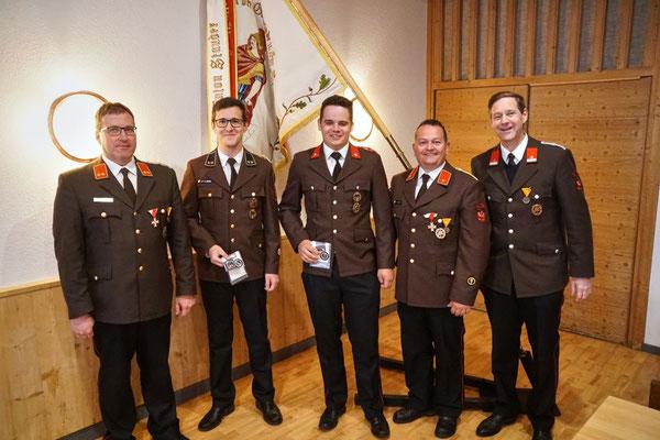 v.l.: KDT Martin Tanzer, Florian Zitt, Simon Fagschlunger, KDTSTV Joschi Fritz und BGM Hansjörg Peer
