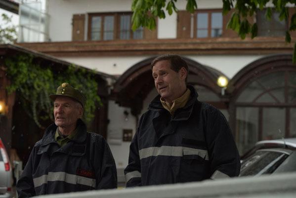 Anton Stauder und Hansjörg Peer beobachteten den Übungsverlauf