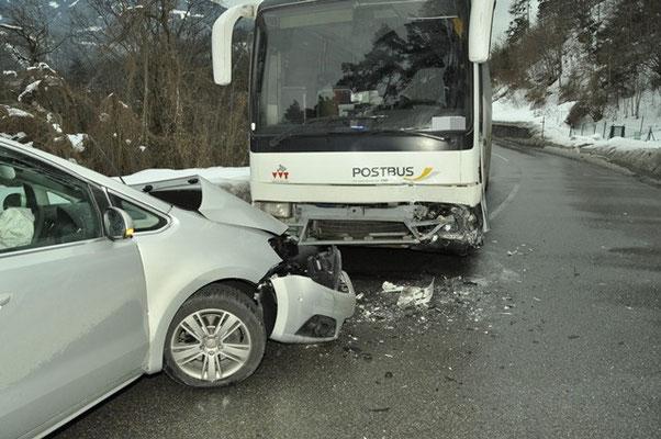 Verkehrsunfälle //  zum Beispiel PKW gegen Bus...
