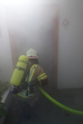 sehr dichter Rauch im Brandraum