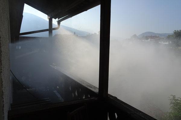 mittels hydraulischer Ventilation...