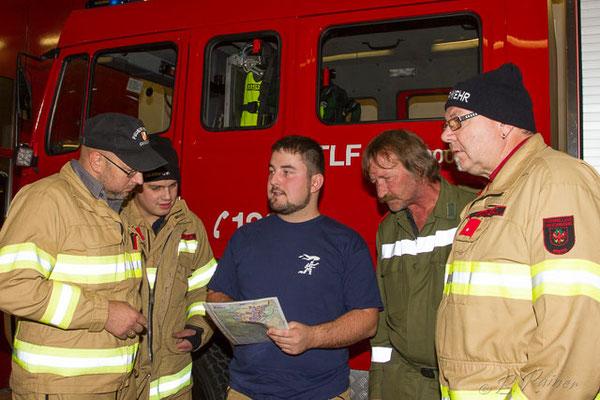 die Gruppenkommandanten der Feuerwehren werden informiert