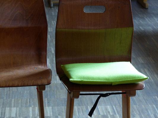auf einem Stuhl - das Flowmo Pad für dynamisches Sitzen in der Schule