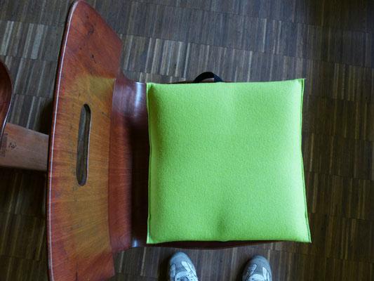 passt schon besser, nur die Ecken stören - das Flowmo Pad für dynamisches Sitzen in der Schule