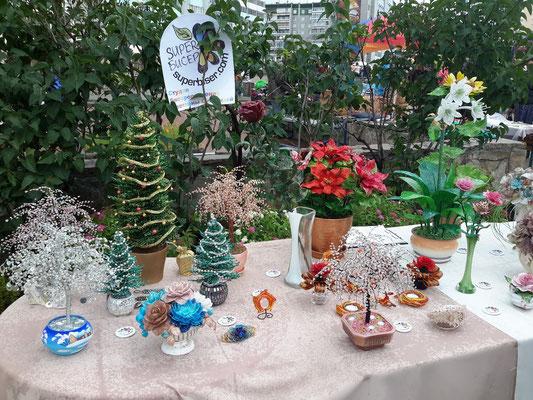 Бисерная выставка. Цветы и деревья из бисера.