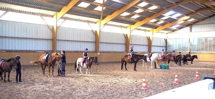 Manège pour cours d'équitation pour enfants à l'Ecurie les Rouillons