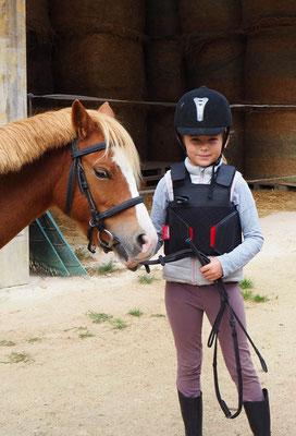 Joli poney avec sa petite cavalière, écurie les Rouillons, Sens