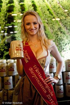 Württembergische Bierprinzessin Lena Ruckaberle beim Göckelesmaier auf dem Cannstatter Wasen