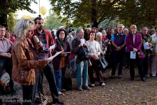 Stuttgart 21 - Pfarrerin Guntrun Müller-Enßlin hält einen Gottesdienst im Mittleren Schlossgarten Stuttgart