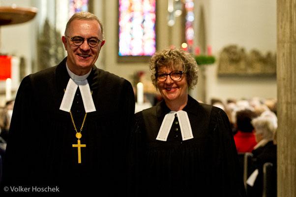 Landesbischoff Frank Otfried July und die Stuttgarter Prälatin Gabriele Arnold in der Stuttgarter Stiftskirche
