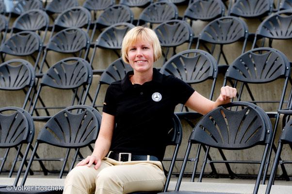 Eventmanagerin Maike Sigloch beim Aufbau für das Open-Air-Kino im Mercedes-Benz-Museum