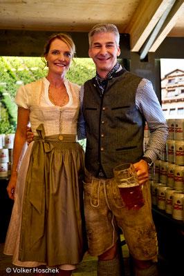 Festwirt Karl Maier mit seiner Frau Daniela im Festzelt auf dem Cannstatter Wasen