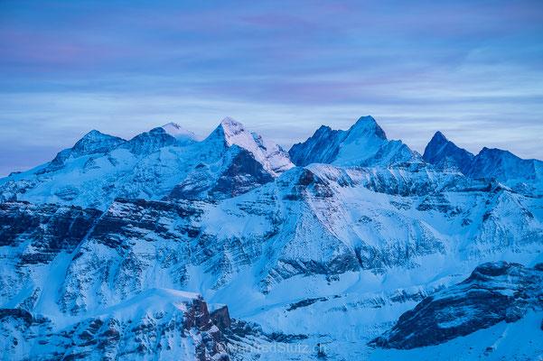 Die höchsten Berner Alpen vom Brienzer Rothorn aus fotografiert.