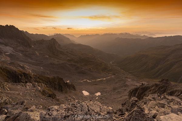 Sonnenaufgang vom klein Furkahorn Blickrichtung Realp, Hospenthal, Andermatt, Kanton Uri