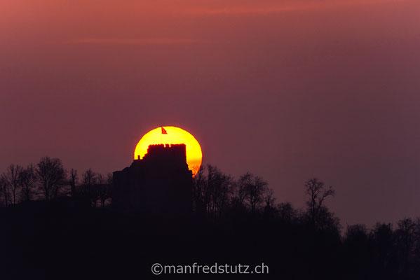 Aufgehende Sonne am Schloss Habsburg, Kanton Aargau