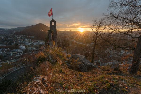 Sonnenaufgang auf der Ruine Stein in Baden, Kanton Aargau