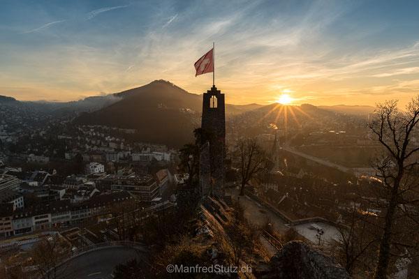 Sonnenaufgang über Baden von der Ruine Stein, Kanton Aargau
