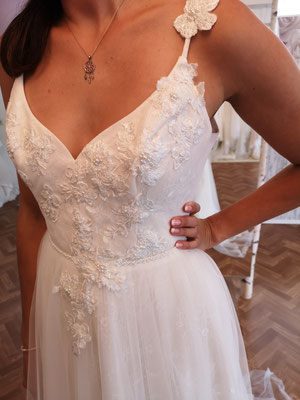 Neues Kleid | Marke: Mia Lavi | Größe: 38 | Neupreis: 1.790,- Euro | Wolke2 Preis: 1.120,- Euro