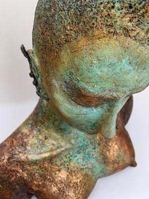 AN MUT von Pam Jonas: Kopf/Büste, 44 cm, Steinzeug, Eisen (Detail)