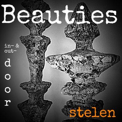 Beauties In- & Outdoor: Stelen AERIAL, 67 & 98 cm, Steinzeug & Eisen von Pam Jonas