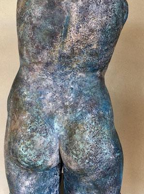 NA-KD von Pam Jonas: Torso, Steinzeug, 56 cm  (detail, rear view)