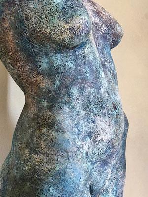 NA-KD von Pam Jonas: Torso, Steinzeug, 56 cm (Detail)