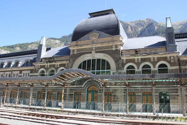 Canfranc-Estacion, stillgelegter Bahnhof.