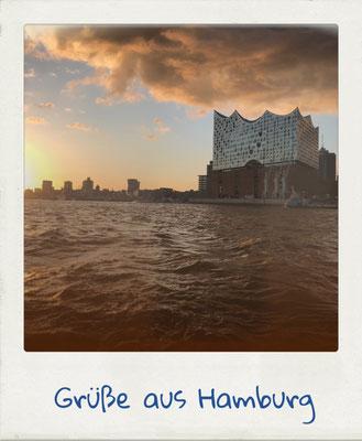 Die Elbphilharmonie in Hamburg. Ansicht vom Wasser aus.