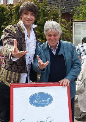 Kevin und Rolf Zuckowski ( Musiker, Komponist, Musikproduzent und Autor von Kinderliedern )