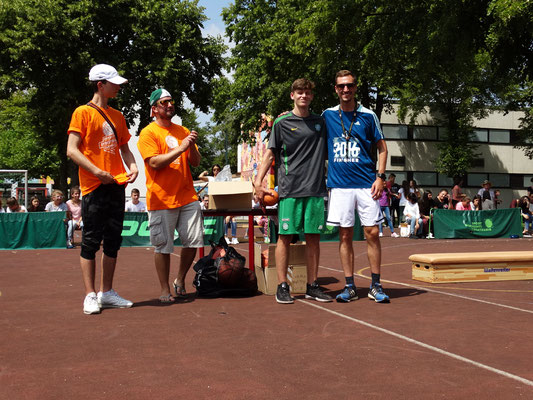 3er Sieger: Joel und Herr Deufert (bester Lehrer)