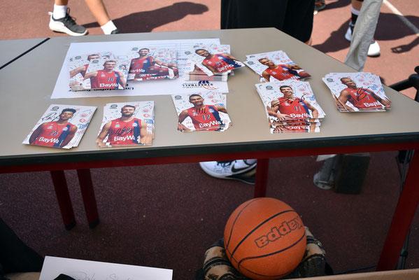 zahlreiche Preise und Giveaways vom FC Bayern