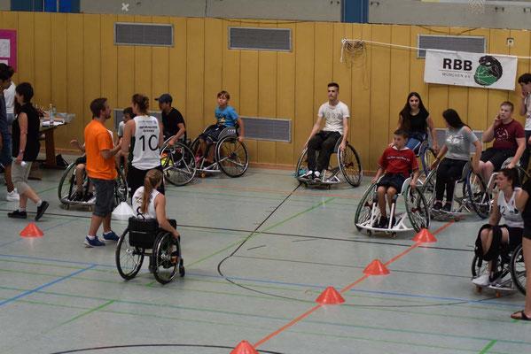 Grundlage: Beherrschen des Rollstuhls