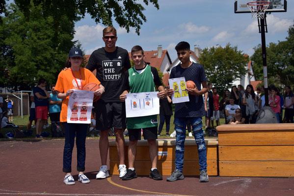 Gewinner des Trikot-Wettbewerbs: Merie, Ivan und Baset